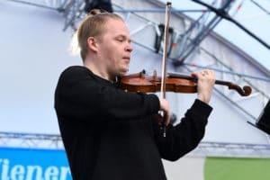 """Suomalaismuusikko raivostui """"koronafestivaaleista"""" Seinäjoella: """"Hävettää aivan saatanasti olla samalla alalla"""""""